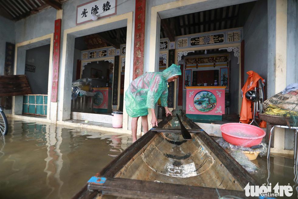 Người dân Huế chạy lũ lần thứ 4 trong 8 ngày - Ảnh 7.