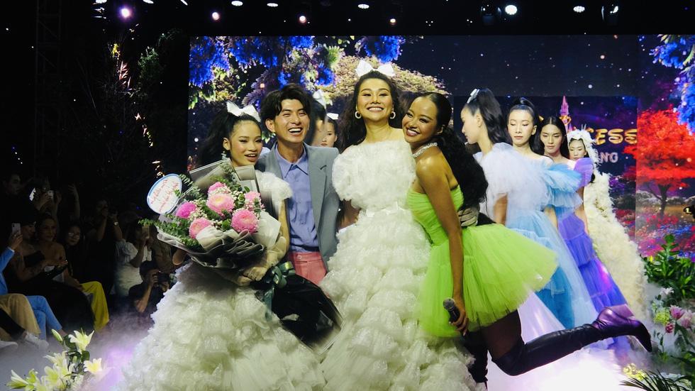 Thanh Hằng làm 'công chúa vedette' trong show diễn cổ tích The Princess - Ảnh 1.
