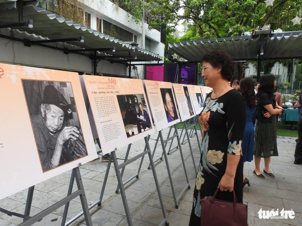 Những bà mẹ anh hùng tại triển lãm Mẹ và trái tim người lính - Ảnh 2.