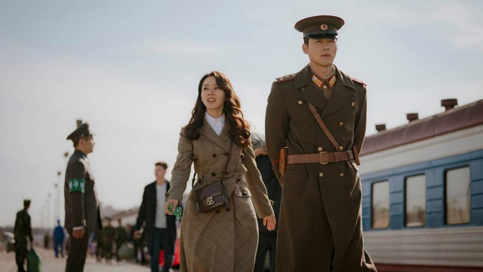 Dispatch tung bằng chứng hẹn hò của cặp đôi Son Ye Jin và Hyun Bin - Ảnh 8.