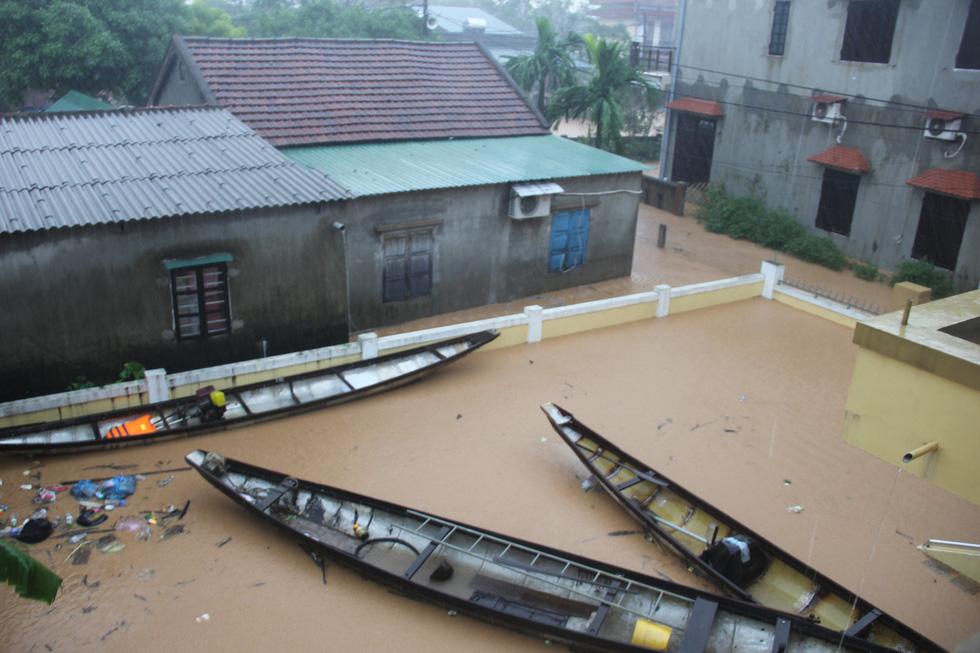 Rốn lụt Tân Đức vẫn ngập suốt 10 ngày qua - Ảnh 5.