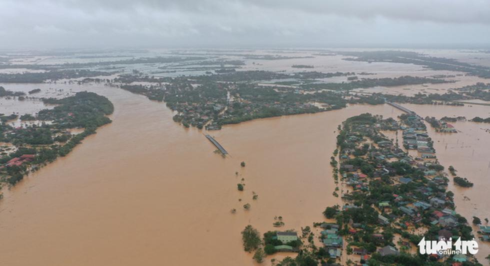 Rốn lụt Tân Đức vẫn ngập suốt 10 ngày qua - Ảnh 1.