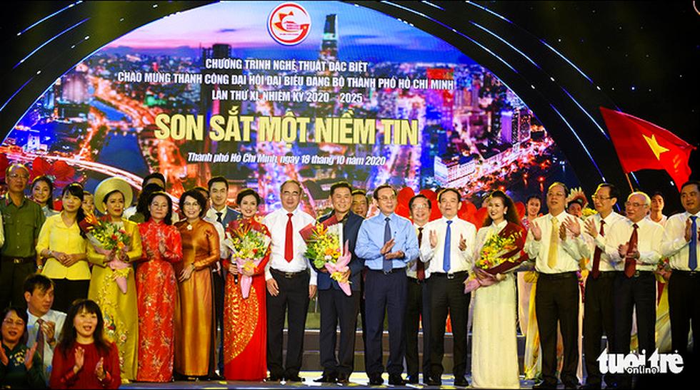 Thanh Ngân, Tạ Minh Tâm, Đàm Vĩnh Hưng hát mừng thành công Đại hội Đảng - Ảnh 1.