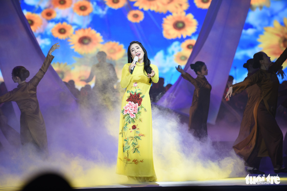 Thanh Ngân, Tạ Minh Tâm, Đàm Vĩnh Hưng hát mừng thành công Đại hội Đảng - Ảnh 3.