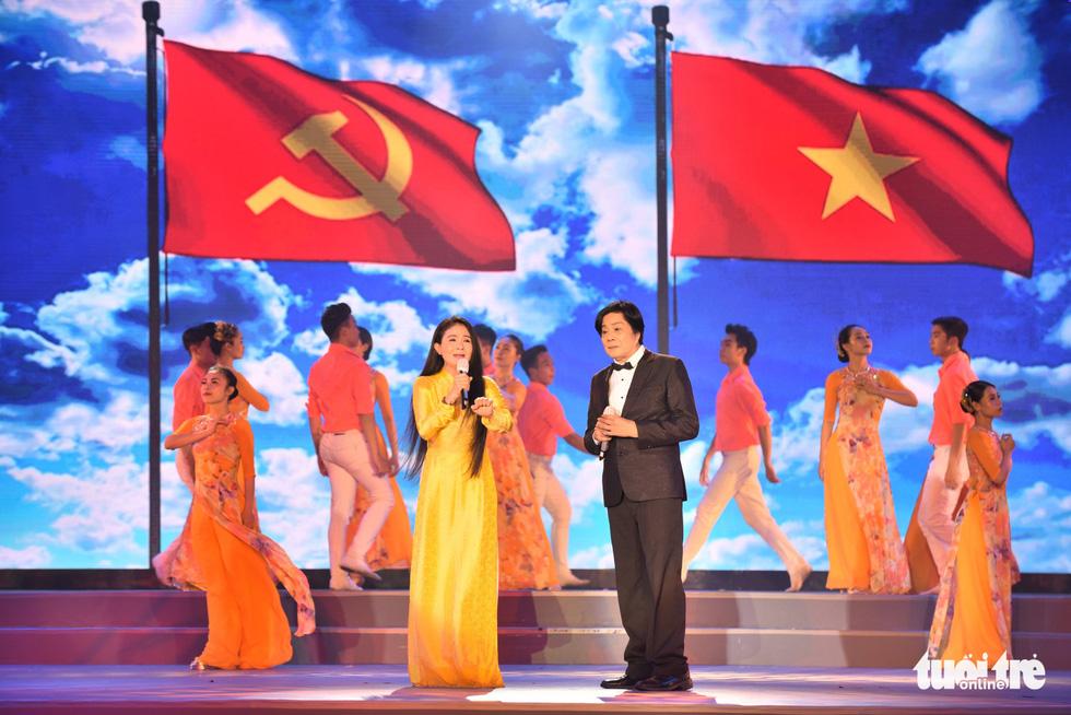 Thanh Ngân, Tạ Minh Tâm, Đàm Vĩnh Hưng hát mừng thành công Đại hội Đảng - Ảnh 4.