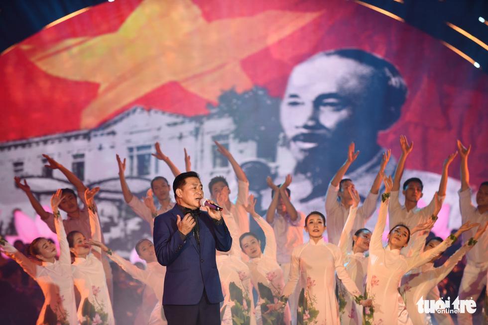 Thanh Ngân, Tạ Minh Tâm, Đàm Vĩnh Hưng hát mừng thành công Đại hội Đảng - Ảnh 8.
