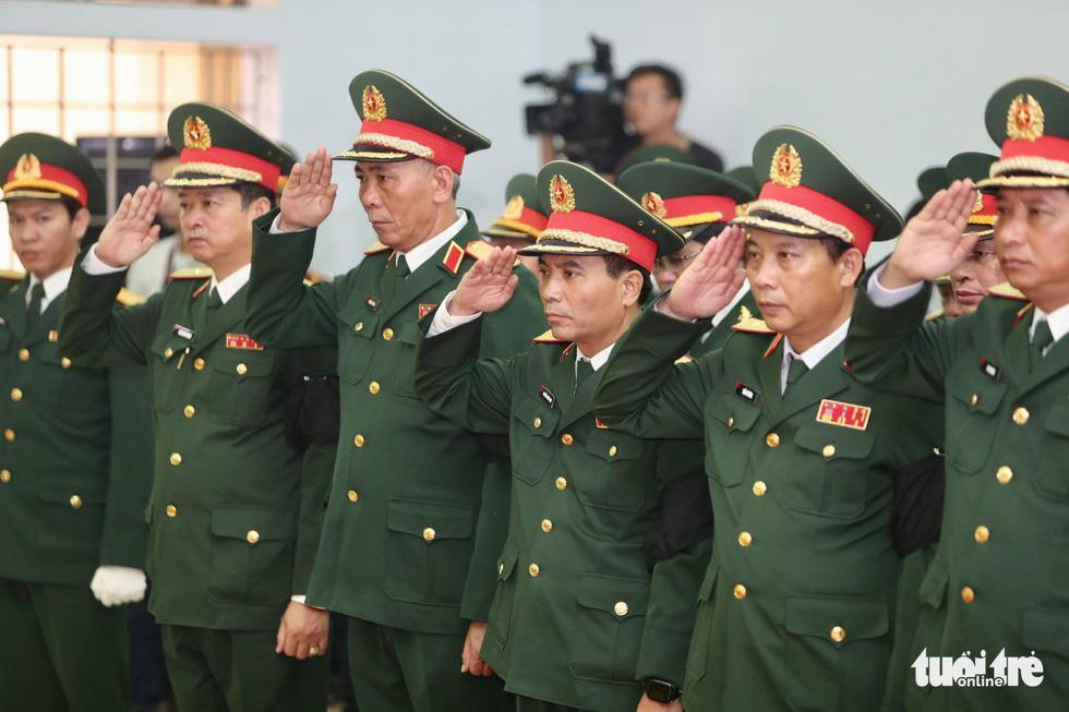 Hàng ngàn người vĩnh biệt, đưa linh cữu 13 chiến sĩ, cán bộ về quê nhà - Ảnh 20.