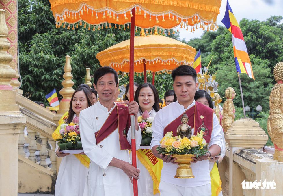 Độc đáo lễ cầu mưa và lễ dâng y Kathina tại làng Văn hóa - Du lịch các dân tộc Việt Nam - Ảnh 1.