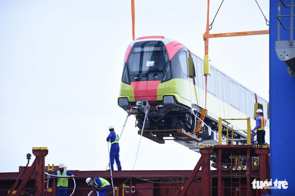 Chiêm ngưỡng đoàn tàu metro Nhổn - ga Hà Nội rời cảng Hải Phòng - Ảnh 4.