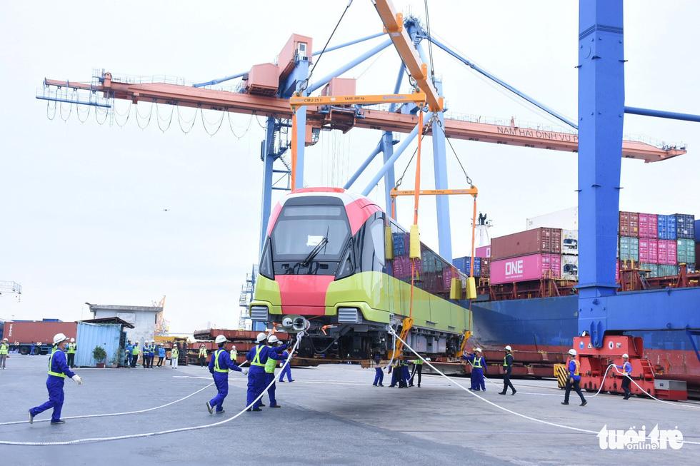 Chiêm ngưỡng đoàn tàu metro Nhổn - ga Hà Nội rời cảng Hải Phòng - Ảnh 1.