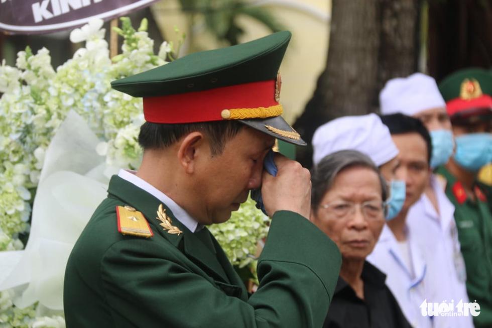 Hàng ngàn người vĩnh biệt, đưa linh cữu 13 chiến sĩ, cán bộ về quê nhà - Ảnh 7.