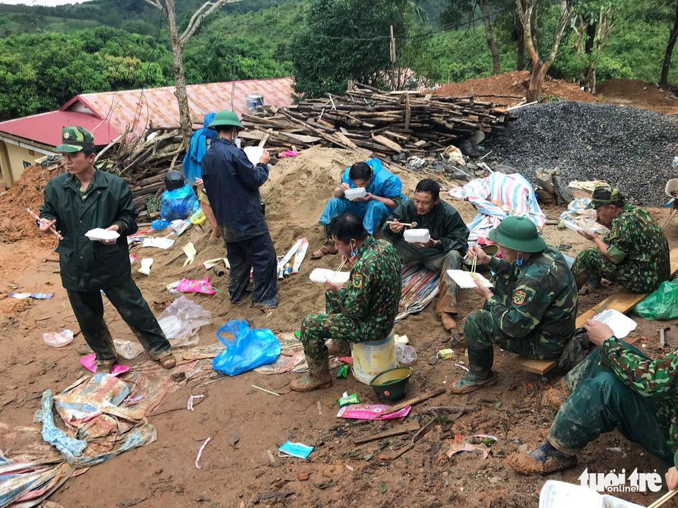 Trực tiếp từ hiện trường tìm kiếm 22 chiến sĩ: Đã tìm thấy tất cả thi thể - Ảnh 9.