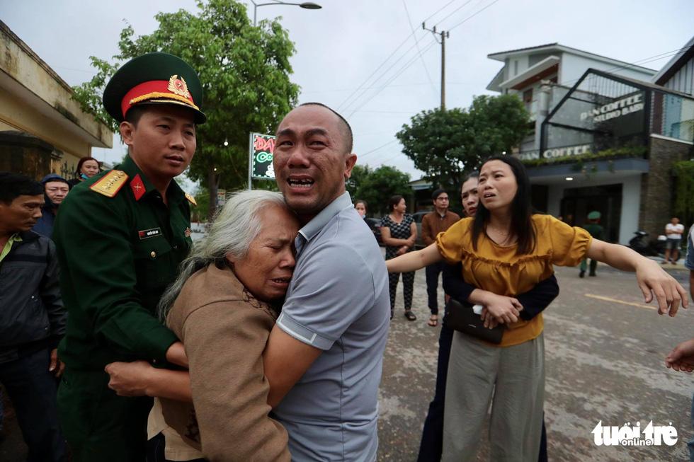 Tìm kiếm, đưa thi thể 22 chiến sĩ về Đông Hà: Nỗi đau thấu trời đất - Ảnh 14.
