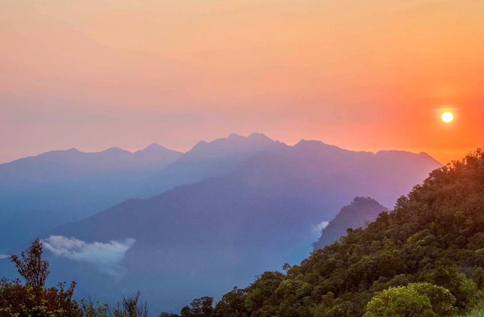 Trên đỉnh núi thiêng Bạch Mã - Kỳ cuối: Phải thận trọng khi chạm vào Bạch Mã! - Ảnh 4.