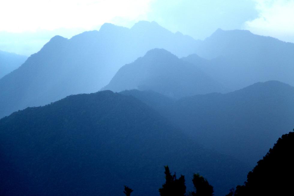 Trên đỉnh núi thiêng Bạch Mã - Kỳ cuối: Phải thận trọng khi chạm vào Bạch Mã! - Ảnh 1.