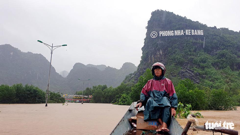 Quảng Bình thành rốn lũ mới - Ảnh 3.