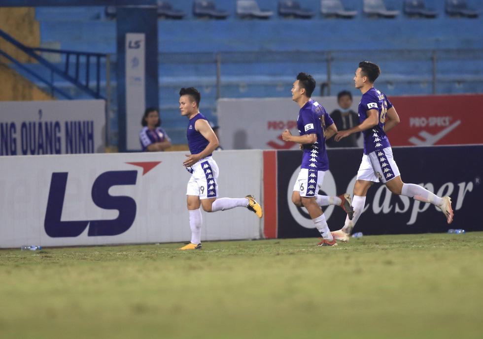 Đá bại Hà Tĩnh, CLB Hà Nội leo lên nhì bảng xếp hạng - Ảnh 1.
