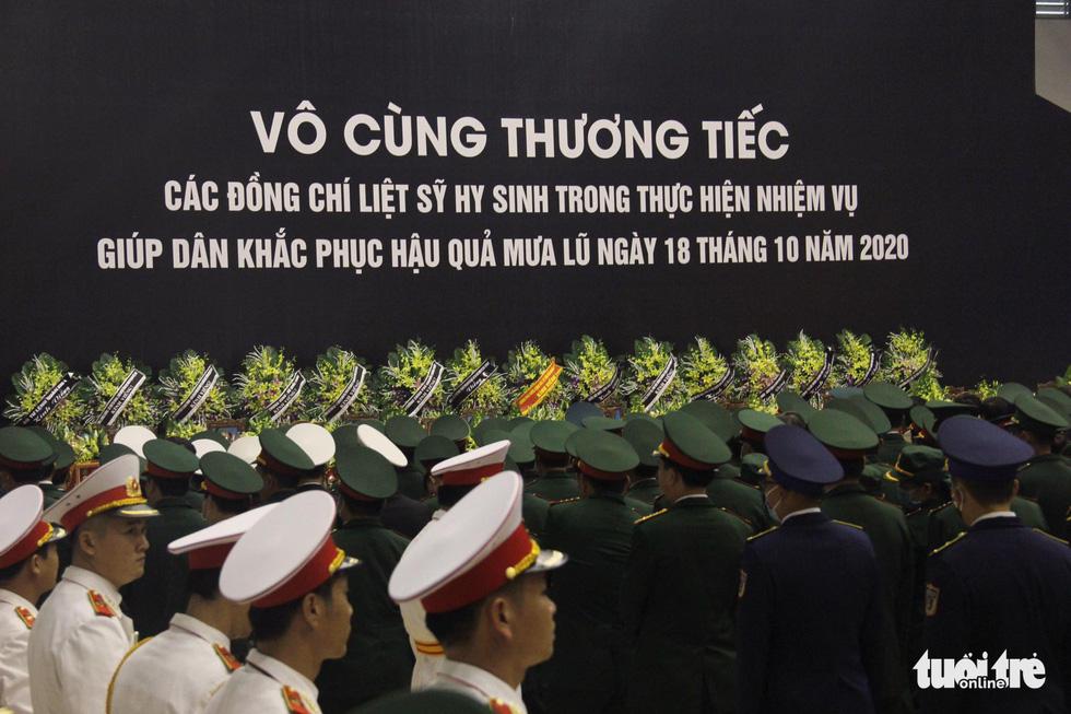 Lễ truy điệu 22 chiến sĩ Đoàn Kinh tế quốc phòng 337: Tiễn các anh về với quê nhà - Ảnh 10.