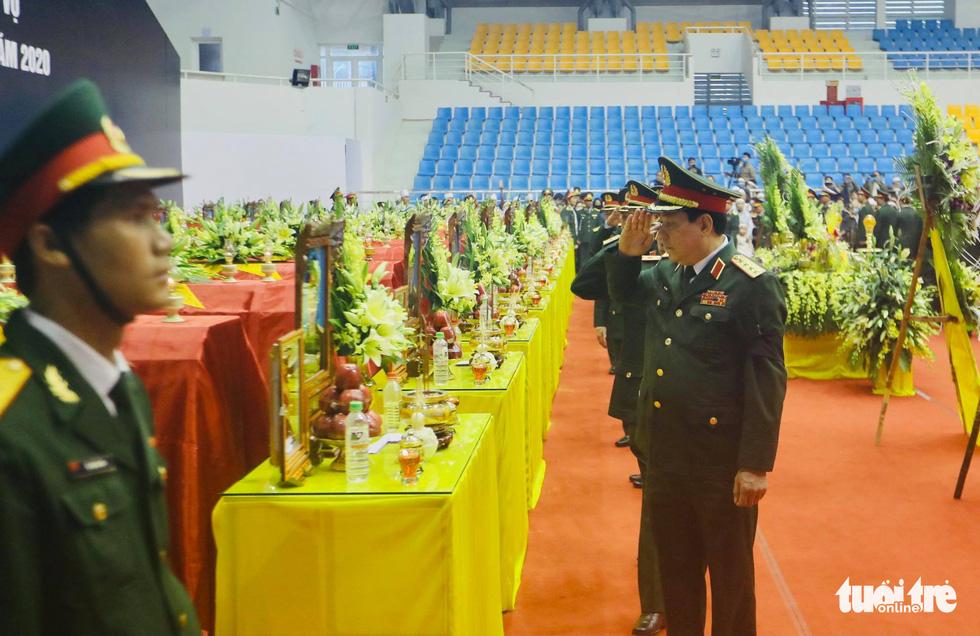 Lễ truy điệu 22 chiến sĩ Đoàn Kinh tế quốc phòng 337: Tiễn các anh về với quê nhà - Ảnh 15.
