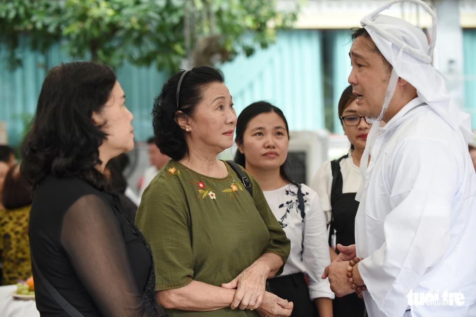 Kim Cương, Giáng My, Việt Trinh nghẹn ngào tiễn đưa nghệ sĩ Lý Huỳnh - Ảnh 2.