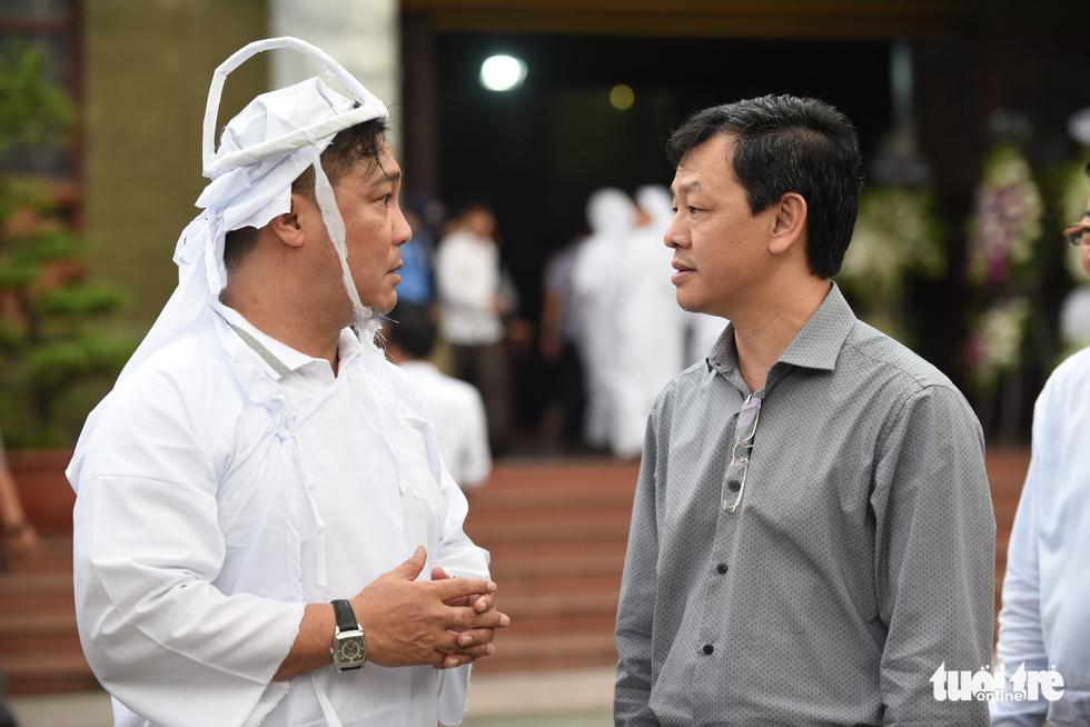 Kim Cương, Giáng My, Việt Trinh nghẹn ngào tiễn đưa nghệ sĩ Lý Huỳnh - Ảnh 10.