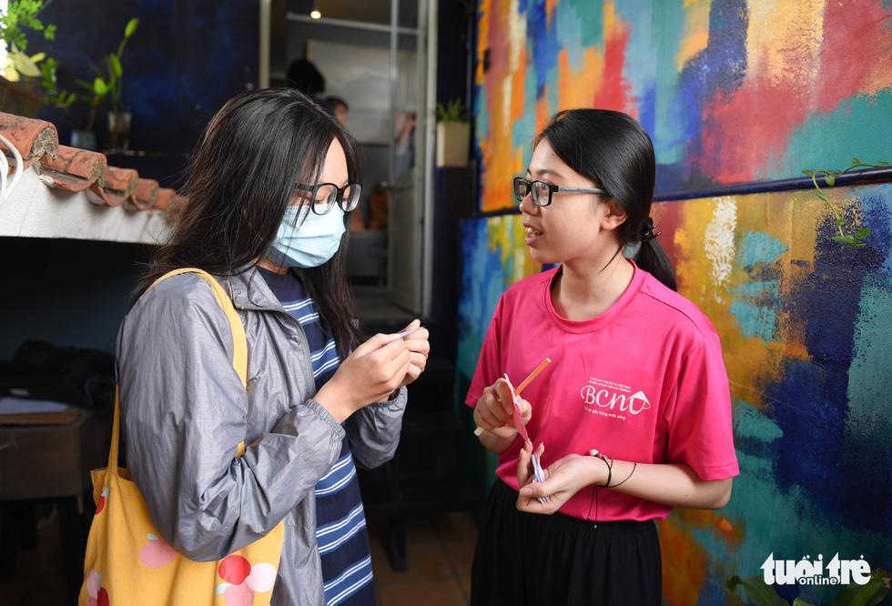 Cảm động bạn trẻ Sài Gòn 'cắt phăng' mái tóc gửi tặng bệnh nhân ung thư - Ảnh 2.