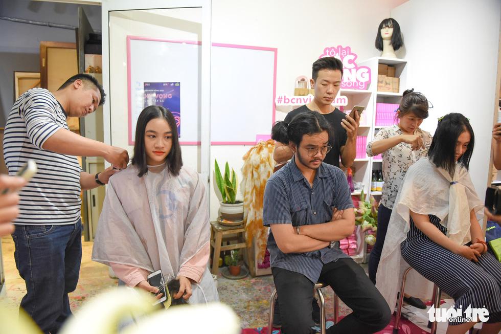 Cảm động bạn trẻ Sài Gòn 'cắt phăng' mái tóc gửi tặng bệnh nhân ung thư - Ảnh 11.
