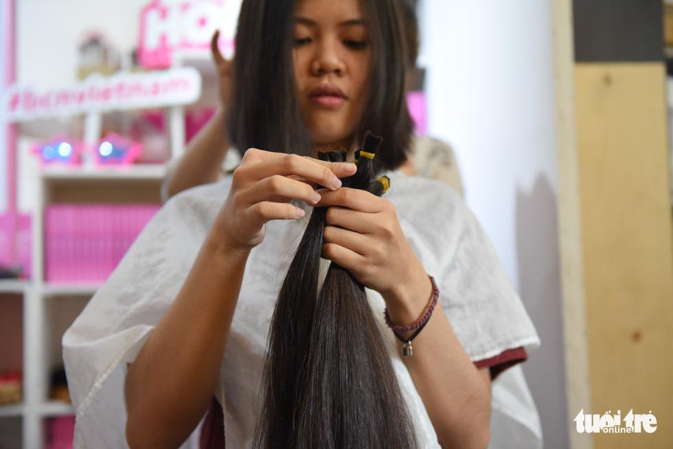 Cảm động bạn trẻ Sài Gòn 'cắt phăng' mái tóc gửi tặng bệnh nhân ung thư - Ảnh 5.