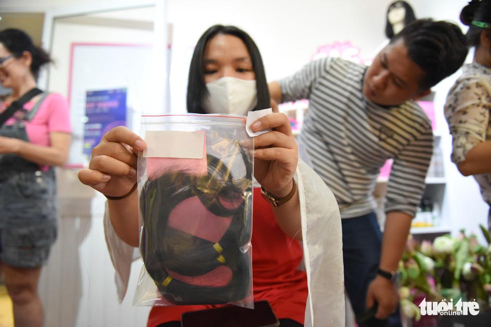 Cảm động bạn trẻ Sài Gòn 'cắt phăng' mái tóc gửi tặng bệnh nhân ung thư - Ảnh 6.