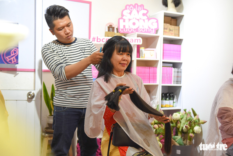 Cảm động bạn trẻ Sài Gòn 'cắt phăng' mái tóc gửi tặng bệnh nhân ung thư - Ảnh 8.