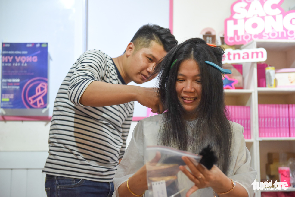 Cảm động bạn trẻ Sài Gòn 'cắt phăng' mái tóc gửi tặng bệnh nhân ung thư - Ảnh 9.