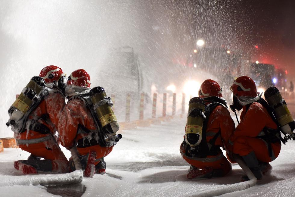 Hàng trăm người diễn tập xe bốc cháy gây tai nạn liên hoàn tại hầm Thủ Thiêm - Ảnh 3.