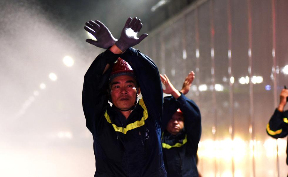 Hàng trăm người diễn tập xe bốc cháy gây tai nạn liên hoàn tại hầm Thủ Thiêm - Ảnh 10.