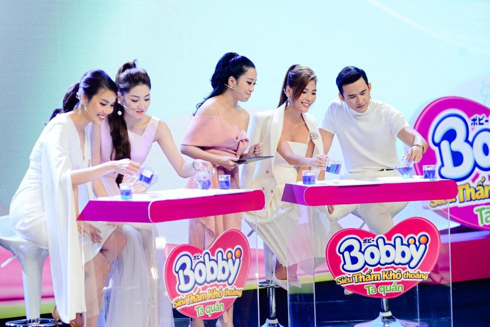 Những khoảnh khắc ấn tượng trong buổi livestream ra mắt siêu phẩm Tã quần Bobby - Ảnh 9.
