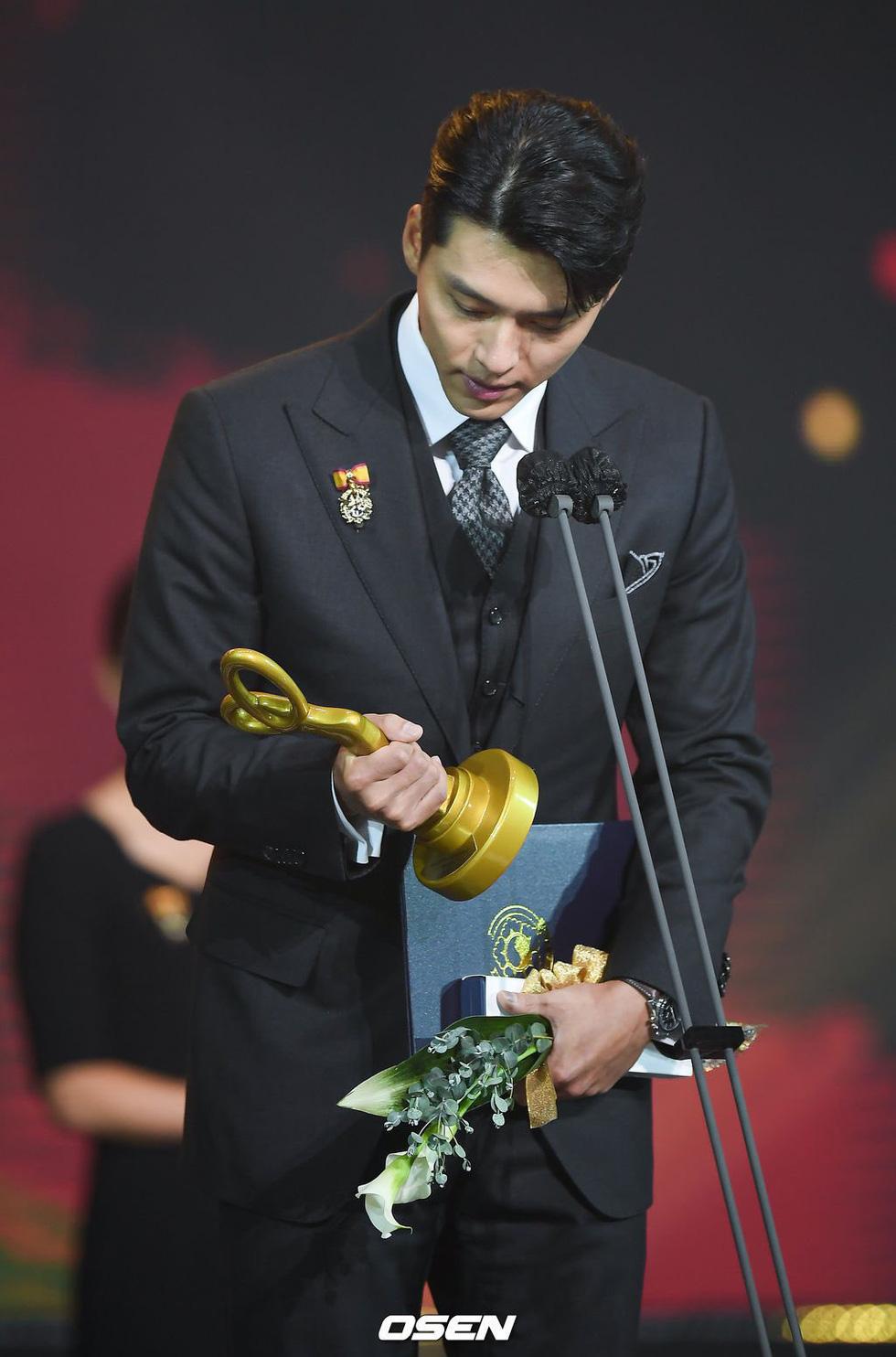 Diễn viên Hạ cánh nơi anh, Thế giới hôn nhân được Hàn Quốc trao bằng khen - Ảnh 2.