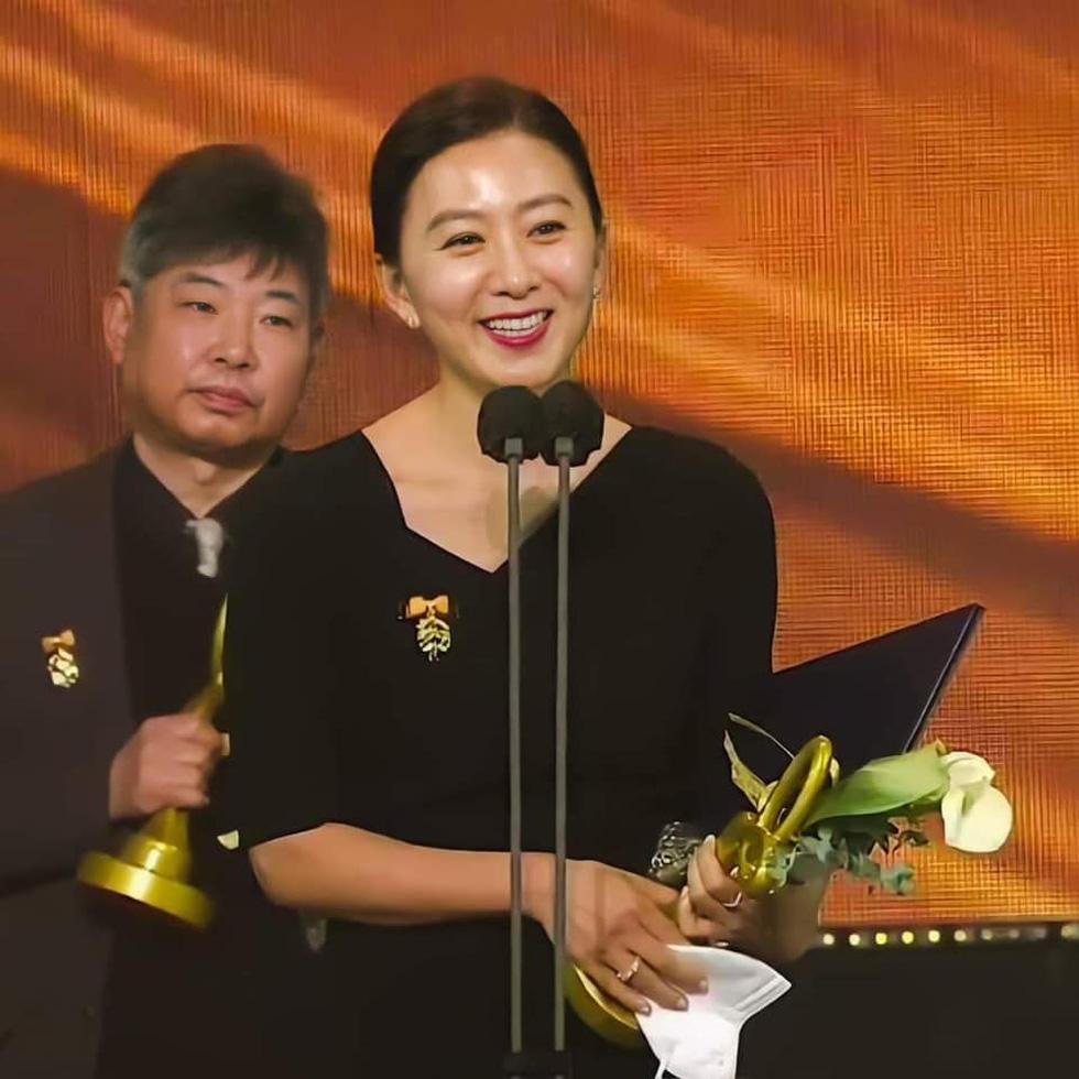 Diễn viên Hạ cánh nơi anh, Thế giới hôn nhân được Hàn Quốc trao bằng khen - Ảnh 3.