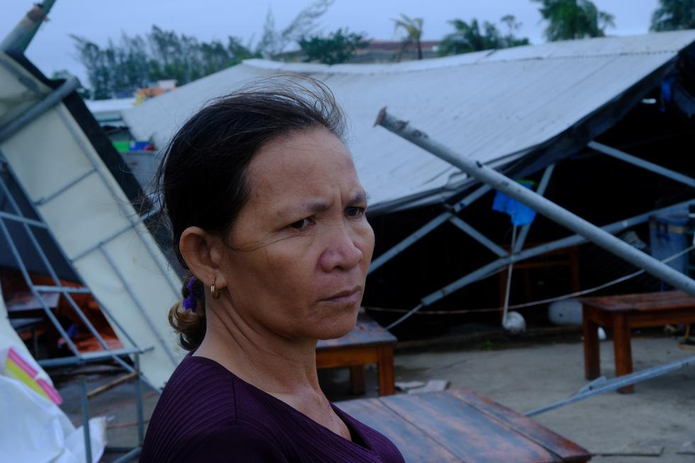 Tan tành làng nhà hàng bè nổi sầm uất ở tâm bão số 9 - Ảnh 9.