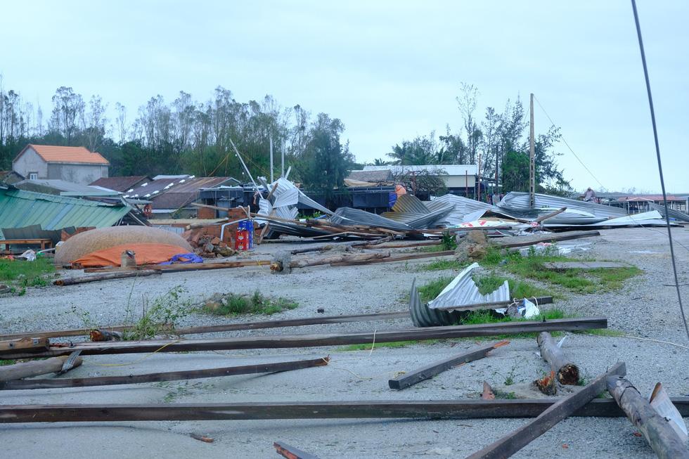 Tan tành làng nhà hàng bè nổi sầm uất ở tâm bão số 9 - Ảnh 10.