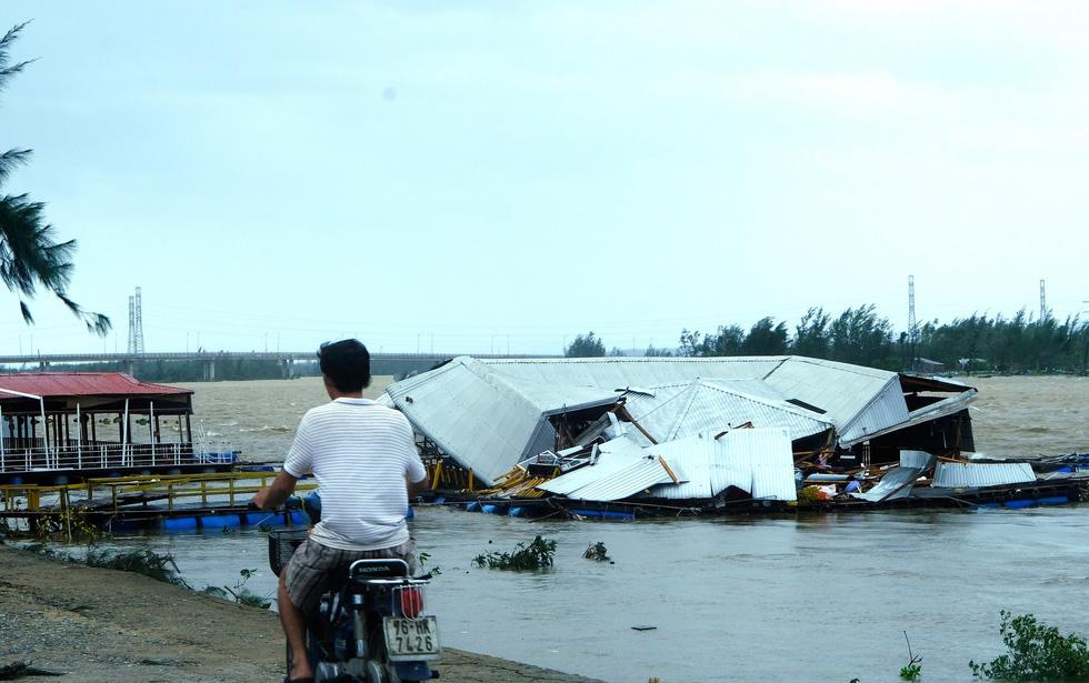 Tan tành làng nhà hàng bè nổi sầm uất ở tâm bão số 9 - Ảnh 3.