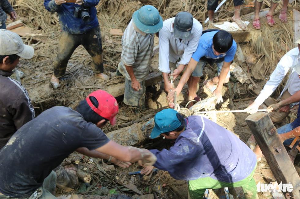 Những hình ảnh đầu tiên ngôi làng bị vùi lấp tại Trà Leng, Nam Trà My - Ảnh 9.
