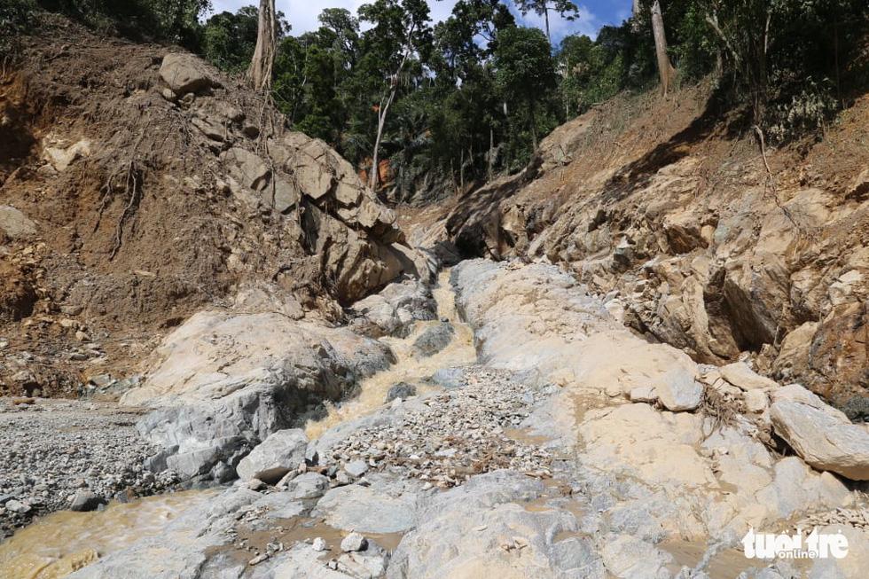 Những hình ảnh đầu tiên ngôi làng bị vùi lấp tại Trà Leng, Nam Trà My - Ảnh 2.