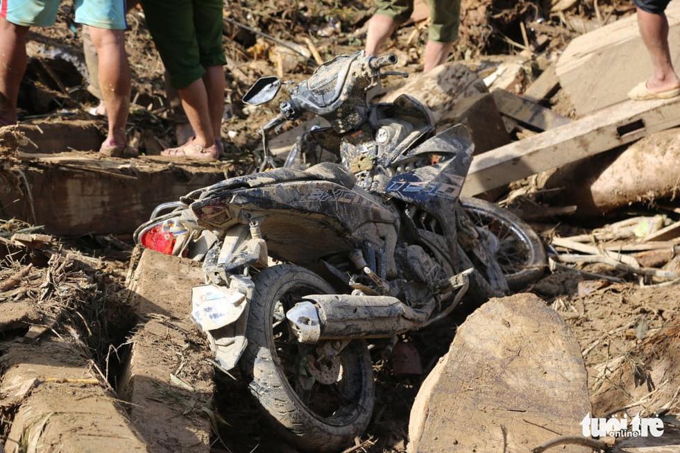 Những hình ảnh đầu tiên ngôi làng bị vùi lấp tại Trà Leng, Nam Trà My - Ảnh 10.