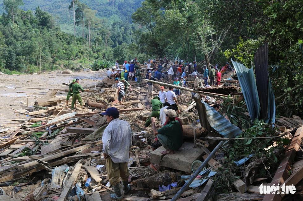 Những hình ảnh đầu tiên ngôi làng bị vùi lấp tại Trà Leng, Nam Trà My - Ảnh 1.