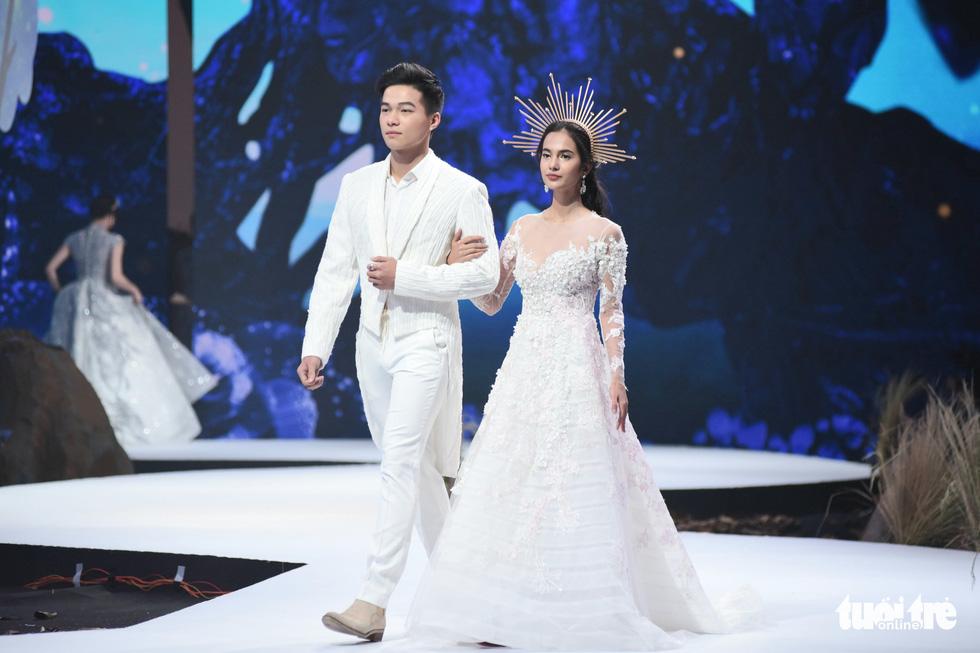 Vietnam Runway Fashion Week 2020: Bởi rừng là hơi thở, là sự sống, là sự hồi sinh... - Ảnh 4.