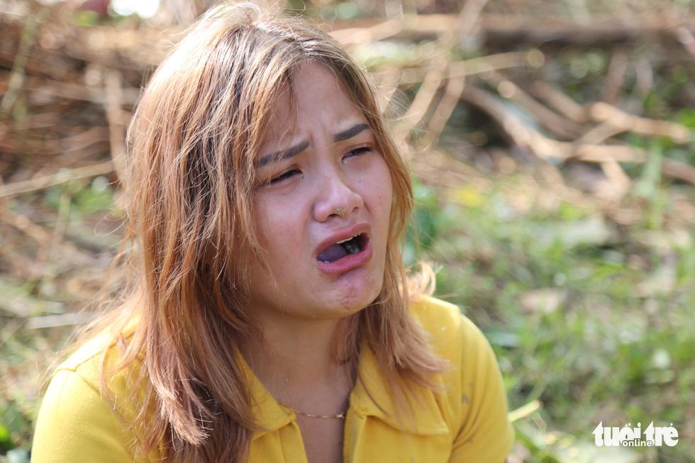 Trà Leng: Ba, má, con, em ruột tôi bị chôn vùi trong đất hết rồi - Ảnh 1.