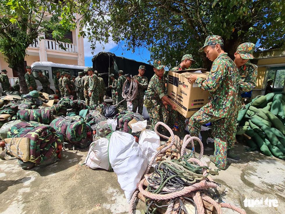 Nóng: Hai vụ sạt lở vùi lấp 53 người ở Quảng Nam, đã thông đường vào Nam Trà My - Ảnh 2.