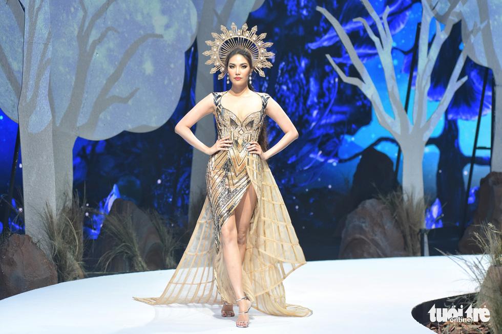 Vietnam Runway Fashion Week 2020: Bởi rừng là hơi thở, là sự sống, là sự hồi sinh... - Ảnh 7.