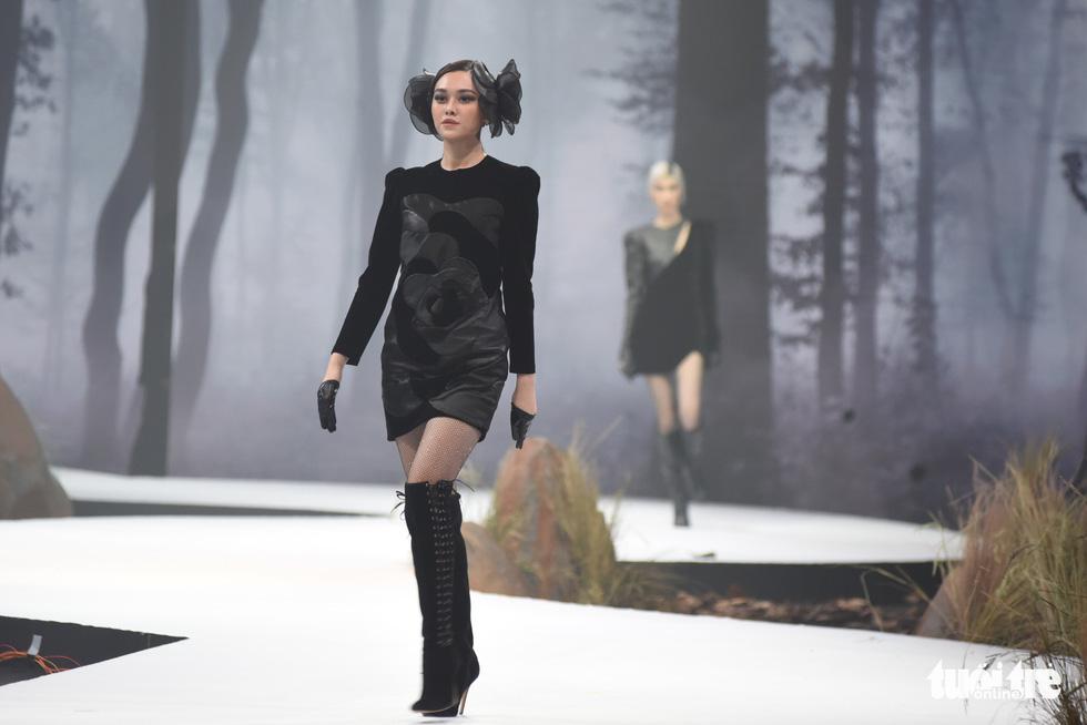 Vietnam Runway Fashion Week 2020: Bởi rừng là hơi thở, là sự sống, là sự hồi sinh... - Ảnh 8.
