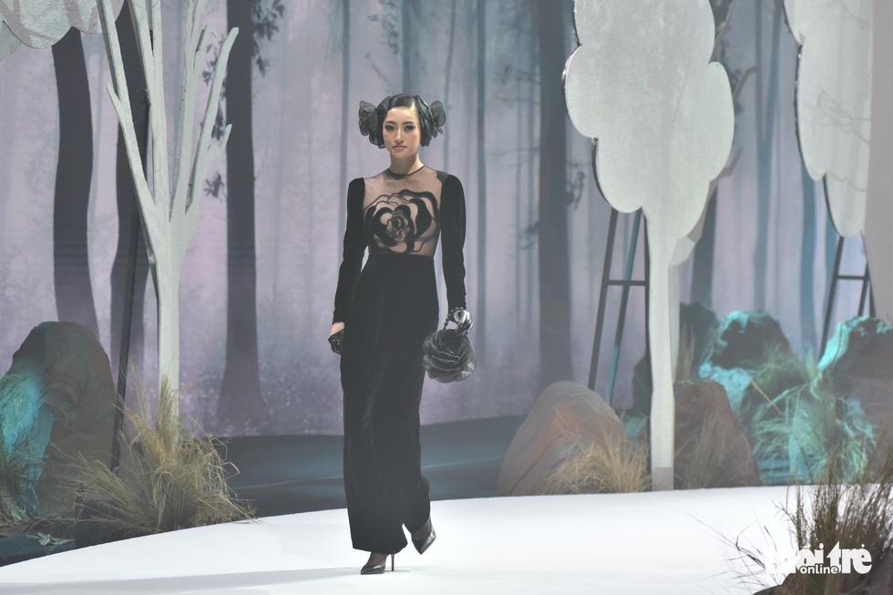 Vietnam Runway Fashion Week 2020: Bởi rừng là hơi thở, là sự sống, là sự hồi sinh... - Ảnh 11.