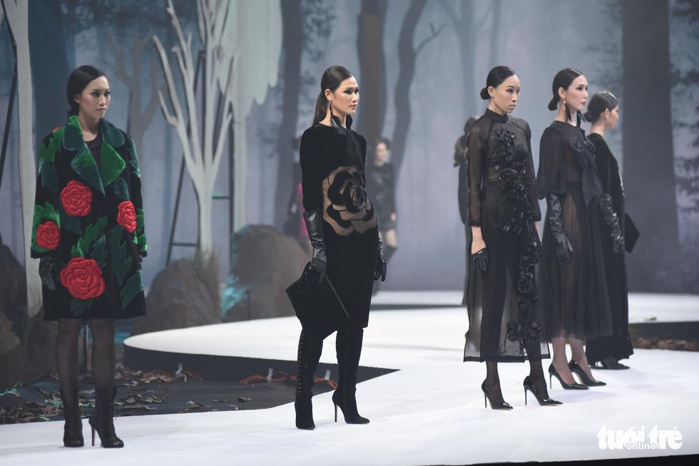 Vietnam Runway Fashion Week 2020: Bởi rừng là hơi thở, là sự sống, là sự hồi sinh... - Ảnh 9.